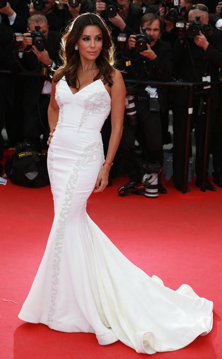 Ева Лонгория в белом вечернем платье со шлейфом