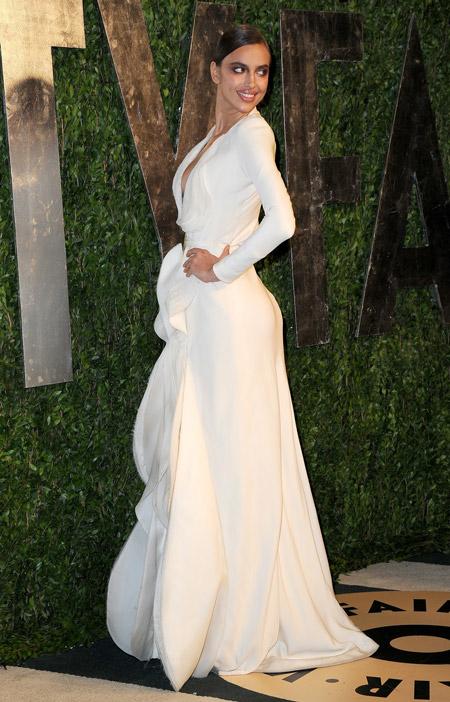 Ирина Шейк в шикарном белом вечернем платье