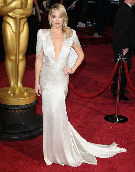 Кейт Хадсон в белом вечернем платье
