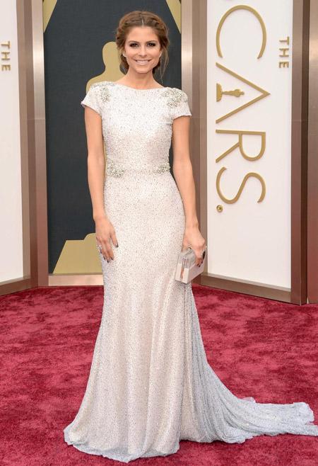 Мария Менунос в белом вечернем платье