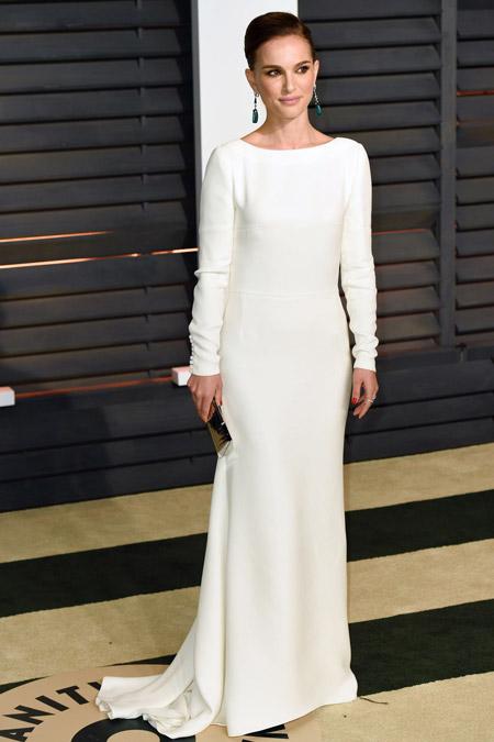 Натали Портман в белом вечернем платье в пол