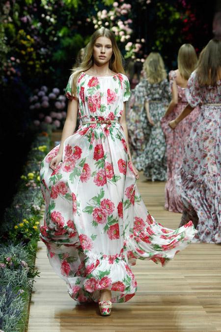Модель в летнем макси платье