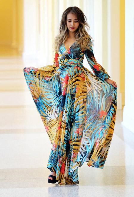 Девушка в пышном макси платье