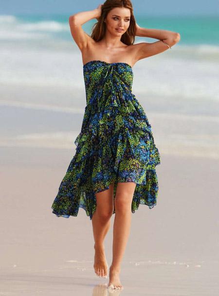 Миранда Керр в зеленом платье без бретелей