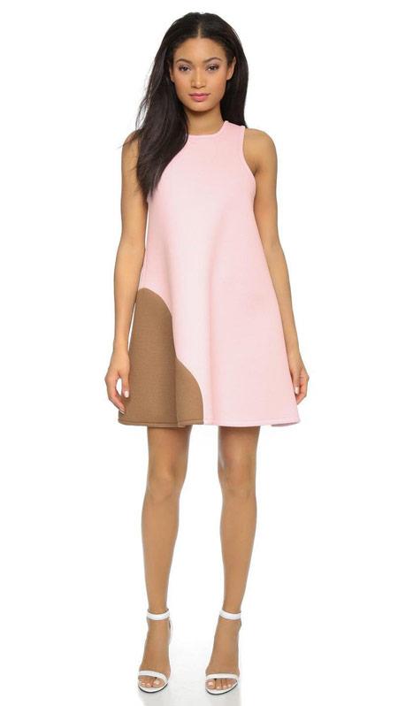 Девушка в розово-коричневом платье