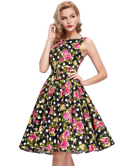 Девушка в ретро-платье с розами