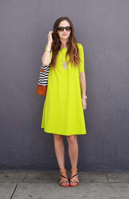 Девушка в лимонном платье
