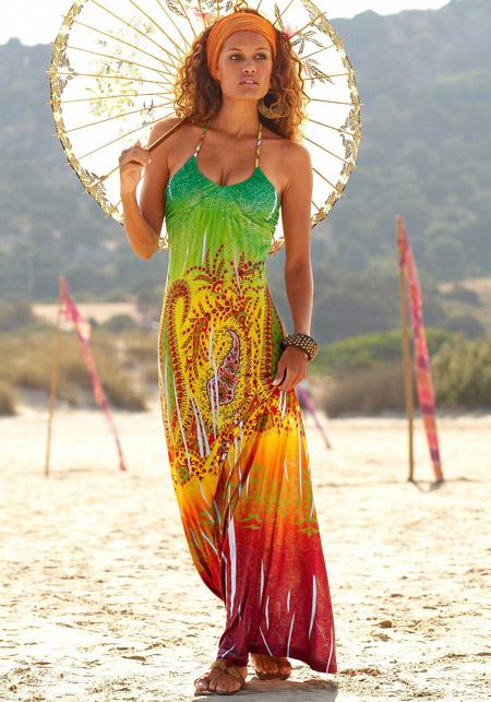 Девушка в пляжном сарафане