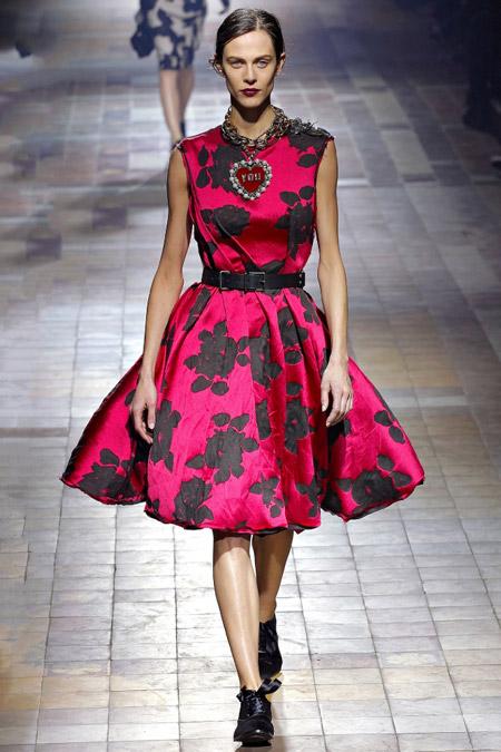Модель в платье нью лук