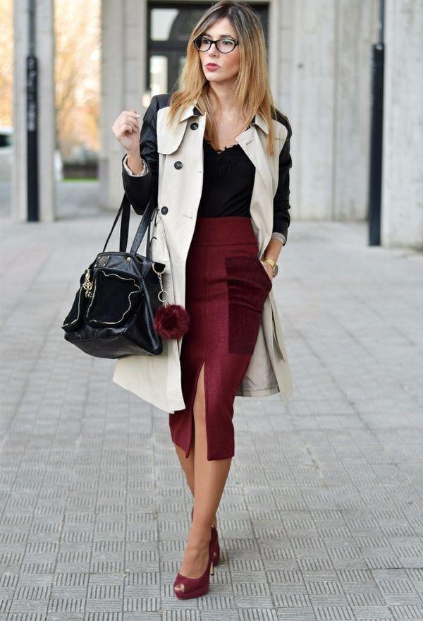 Девушка в бордовой юбке