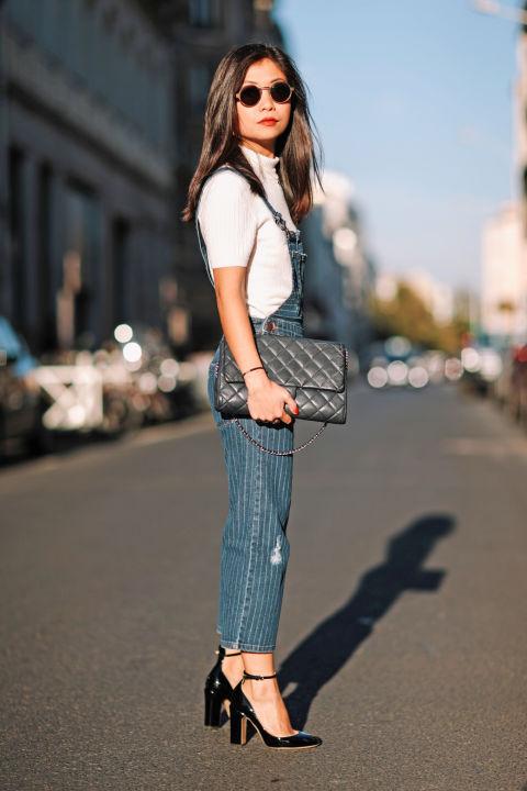 Для миниатюрных девушек джинсовый комбинезон будет отлично смотреться с каблуками