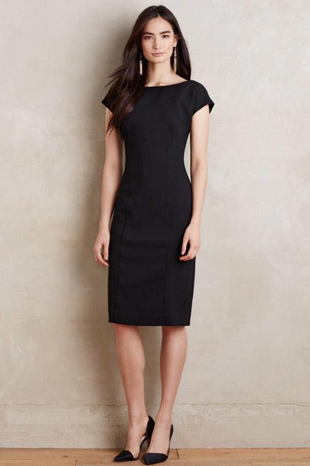 Девушка в платье-футляре