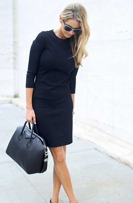Девушка в платье с рукавами