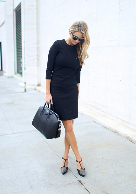 Девушка с черной сумкой