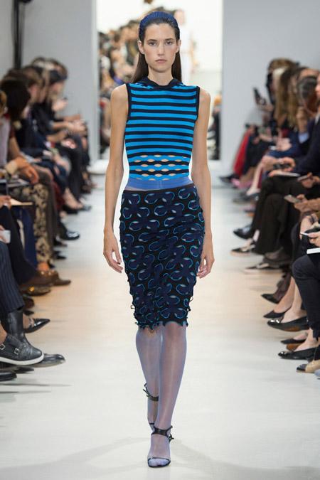 Модное платье футляр из весенне/летней коллекции Chanel 2017 г.