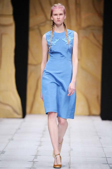 Модное платье футляр из весенне/летней коллекции Alena Akhmadullina 2017 г.