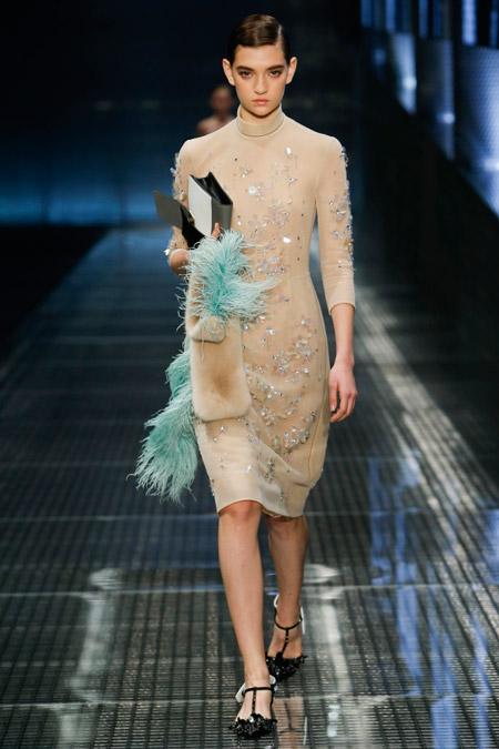 Модное платье футляр из весенне/летней коллекции Prada 2017 г.