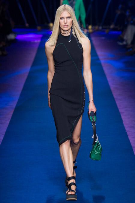 Модное платье футляр из весенне/летней коллекции Versace 2017 г.