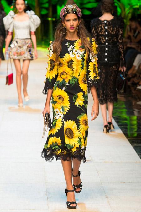 Модное платье футляр из весенне/летней коллекции Dolce & Gabbana 2017 г.