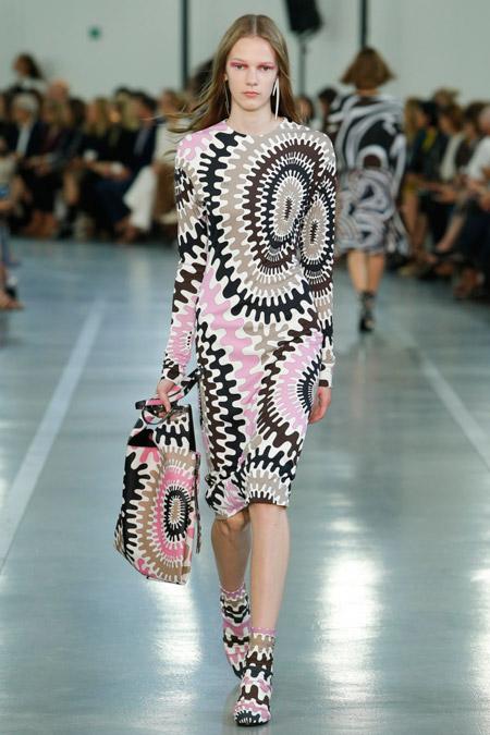 Модное платье футляр из весенне/летней коллекции Emilio Pucci 2017 г.