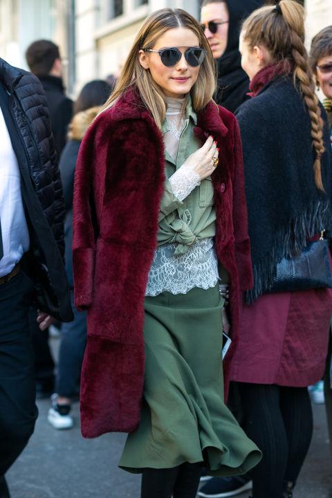 Оливия Палермо в юбке миди и бордовом пальто