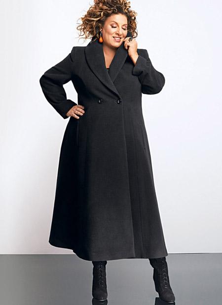Девушка в черном пальто