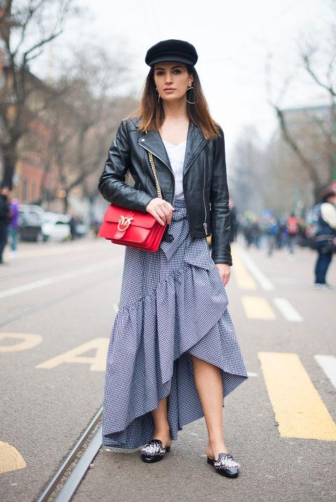 И, наконец, юбки! Всегда помните о правильном балансе юбке и куртки. Здесь, например, длинная юбка асимметричного кроя вполне в балансе с курткой.