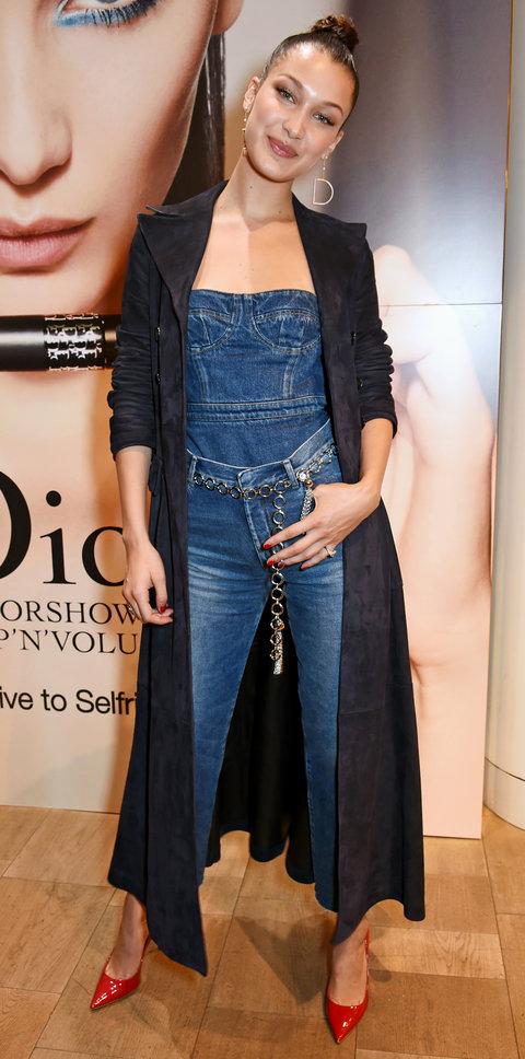Белла Хадид в джинсах и топе