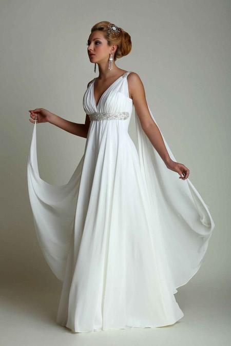 Девушка в белом греческом платье