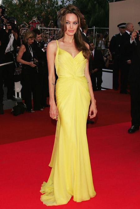 Анжелина Джоли в жетом платье