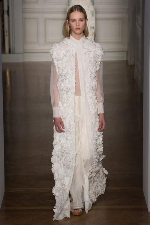 Белое платье от Valentino коллекция весна-лето 2017
