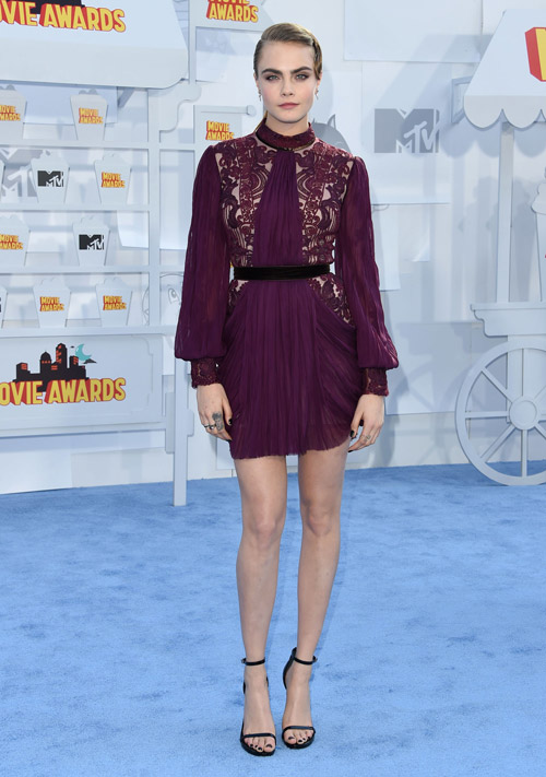 На церемонии MTV Movie Awards в платье от Reem Acra, 12 апреля 2015