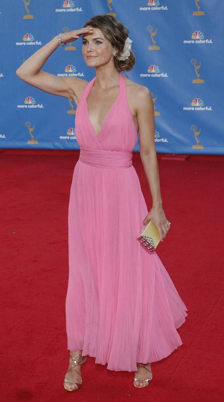 Керри Руссель в розовом платье