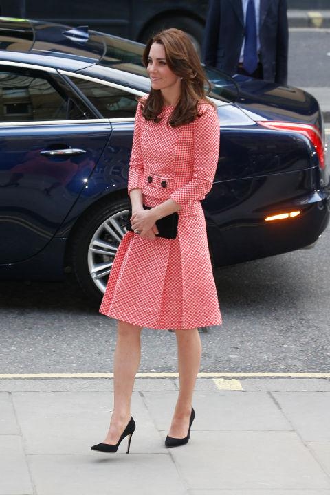 В красно-белом платье, Лондон март 2016