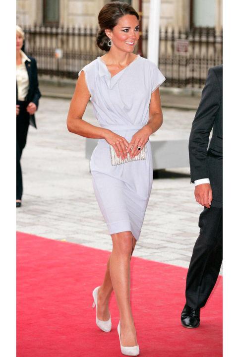 Посещает Royal Academy of Arts в платье от Roksanda Ilincic, Лондон июль 2012