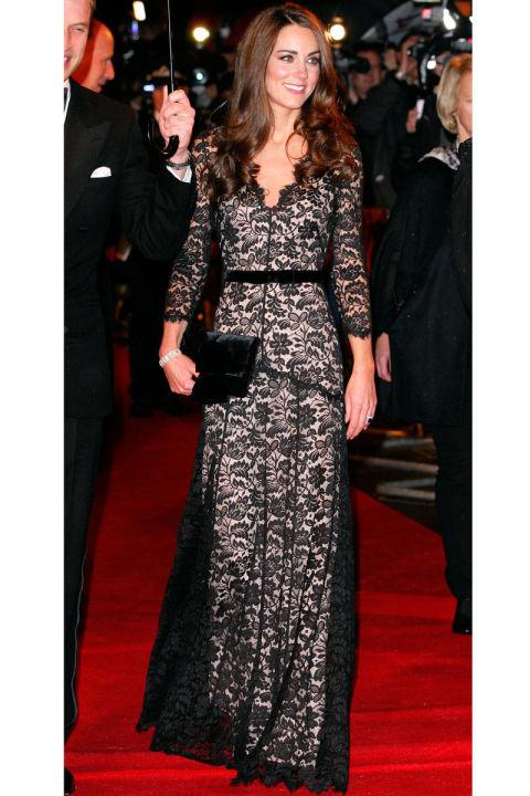 В кружевном платье, январь 2012