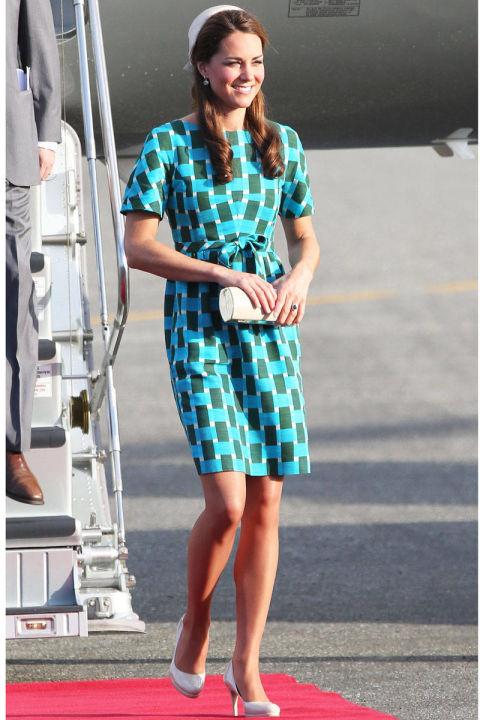 В платье от Jonathan Saunders, сентябрь 2012