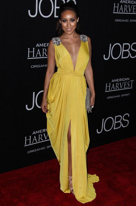Коррина Рико в желтом платье