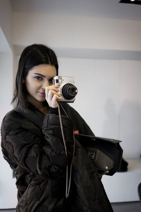 kendall-jenner-s-kameroy-fujifilm-instax