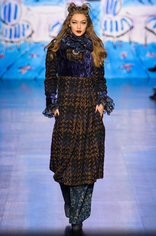 Джиджи Хадид в пальто - модные тренды в пальто сезона осень/зима 2017-2018