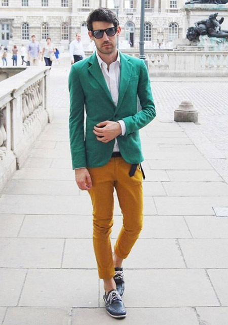 Парень в зеленом пиджаке