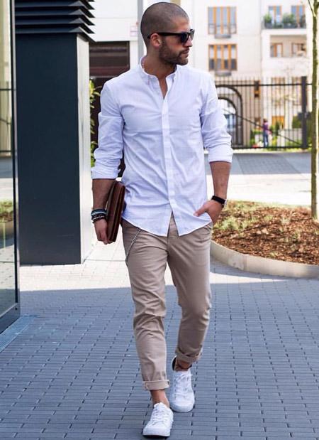 Парень в белой рубашке