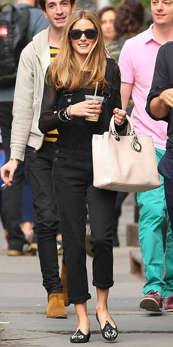Оливия Палермо в черном джинсовом комбинезоне