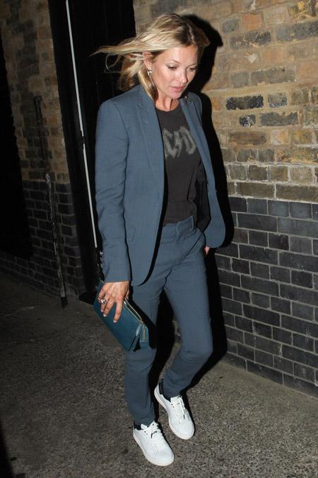 Кейт Мосс в брючном костюме