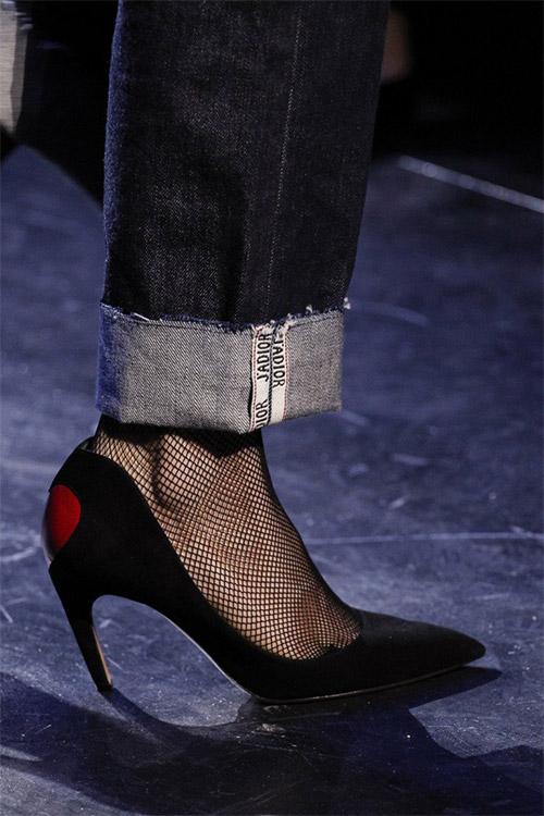 Туфли с изогнутым каблуком от Christian Dior из коллекции осень 2017 / зима 2018