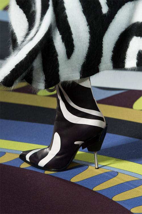 Обувь с необычным каблуком от Emilio Pucci из коллекции осень 2017 / зима 2018
