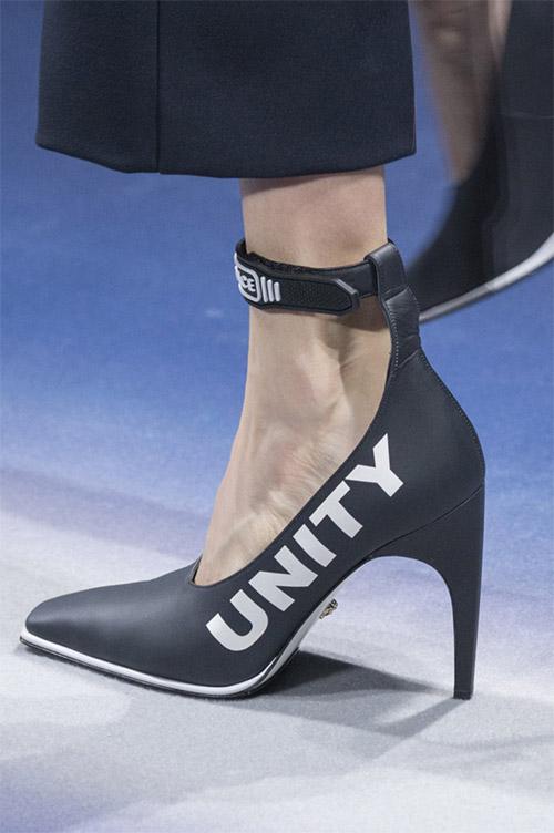 Модные туфли от Versace из коллекции осень 2017 / зима 2018