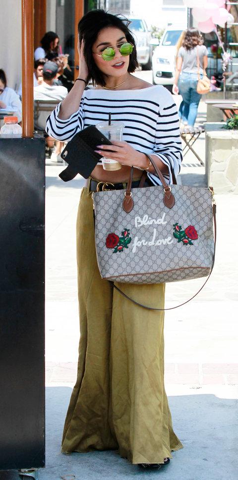 Ванесса Хадженс в широких брюках