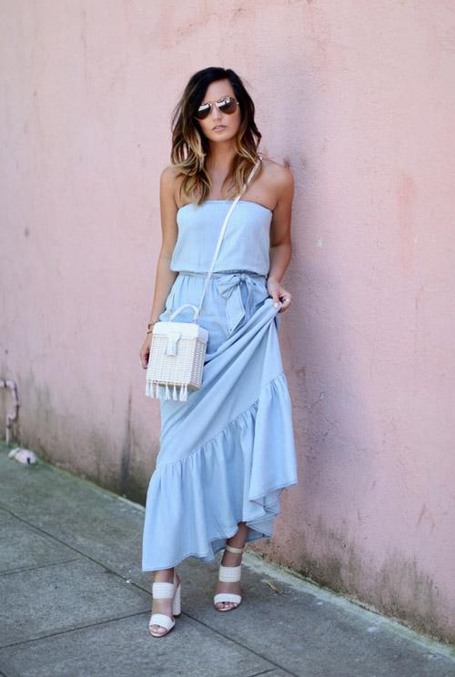 Девушка в голубом платье и белых босоножках - стильный образ на лето 2017