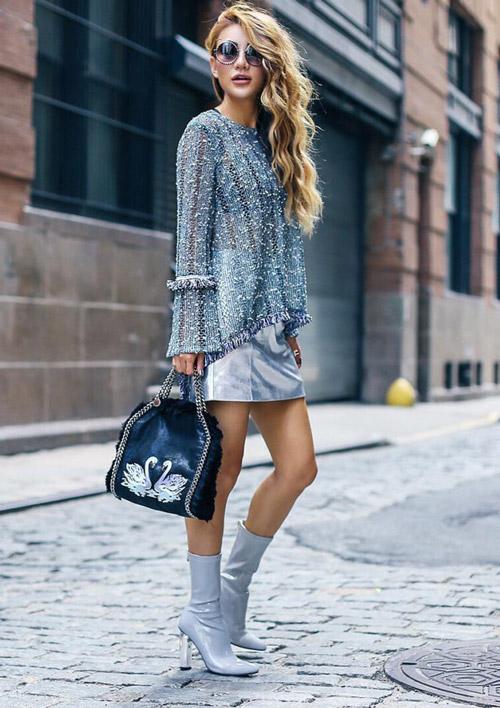 Девушка в серебристой мини юбке и топе - стильный образ на лето 2017